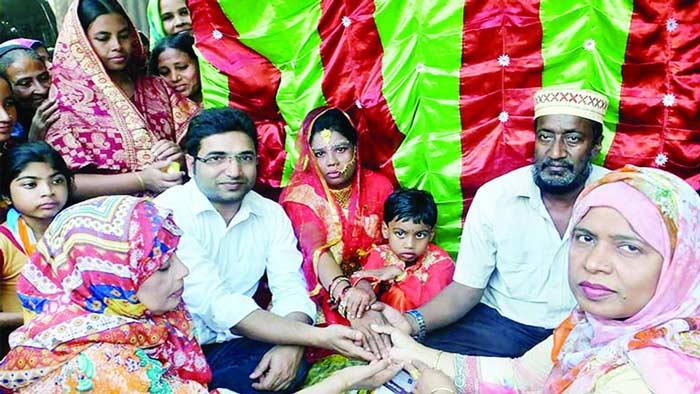 ছয় বছর পর সন্তানসহ স্ত্রীর মর্যাদা পেলেন প্রতিবন্ধী মুনজিলা