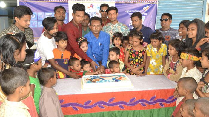 রাজশাহীতে একুশের জন্মদিনের কেক কাটলো সুবিধা বঞ্চিত শিশুরা