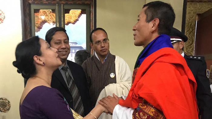 নেপালের প্রধানমন্ত্রী ডা. লোটের সঙ্গে অধ্যাপক ডা. মামুন আল মাহতাব (স্বপ্নীল) ও তার সহধর্মিণী ডা. নুজহাত চৌধুরী।