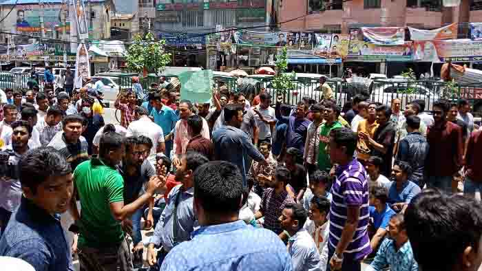 বিএনপি কার্যালয় অবরুদ্ধ করলেন ছাত্রদলের বহিষ্কৃতরা