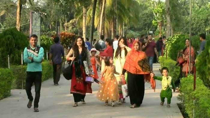 ষাটগম্বুজ মসজিদসহ বিনোদন কেন্দ্রগুলোতে দর্শনার্থীদের ভিড়