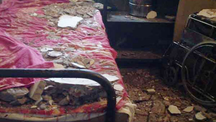 হাসপাতালে ছাদের পলেস্তরা খসে ৮ শিশু আহত