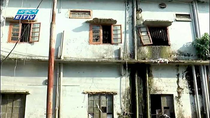 নোয়াখালীতে ঝুঁকিপূর্ণ ভবণে হাসপাতাল (ভিডিও)