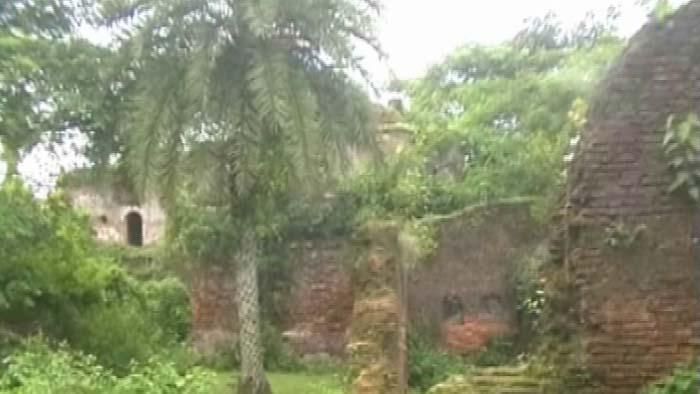 প্রাচীন স্থ্যাপত্যের অনন্য নির্দশন লাকমা রাজবাড়ি (ভিডিও)