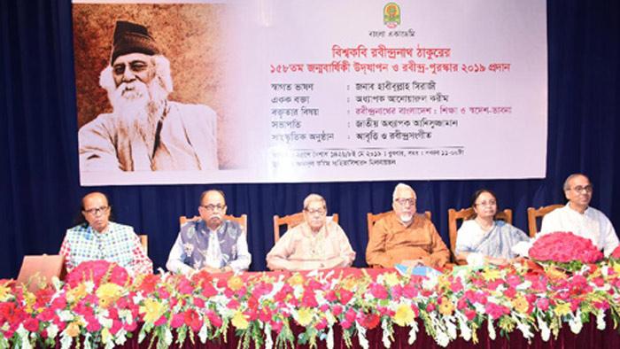 বাংলা একাডেমিতে তিন লেখককে রবীন্দ্র পুরস্কার প্রদান